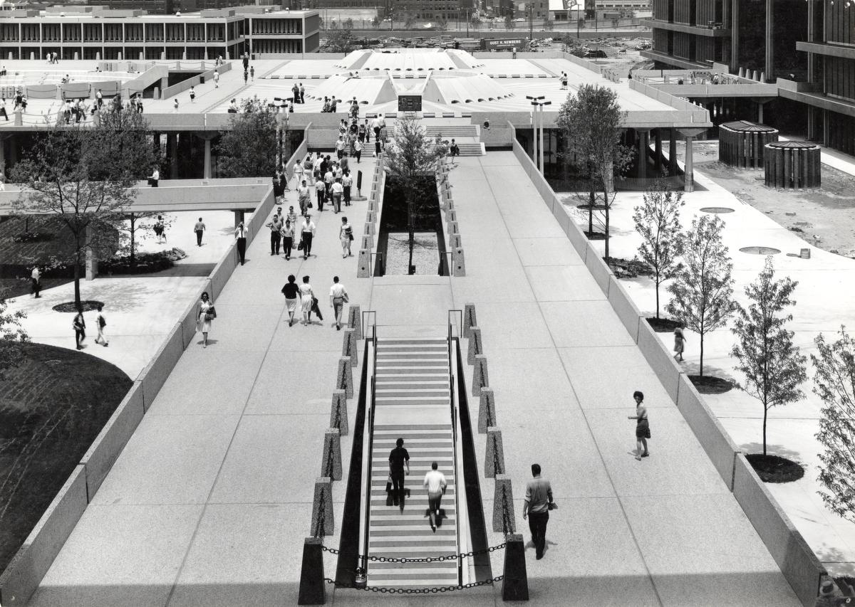 University of Illinois Chicago elevated walkways